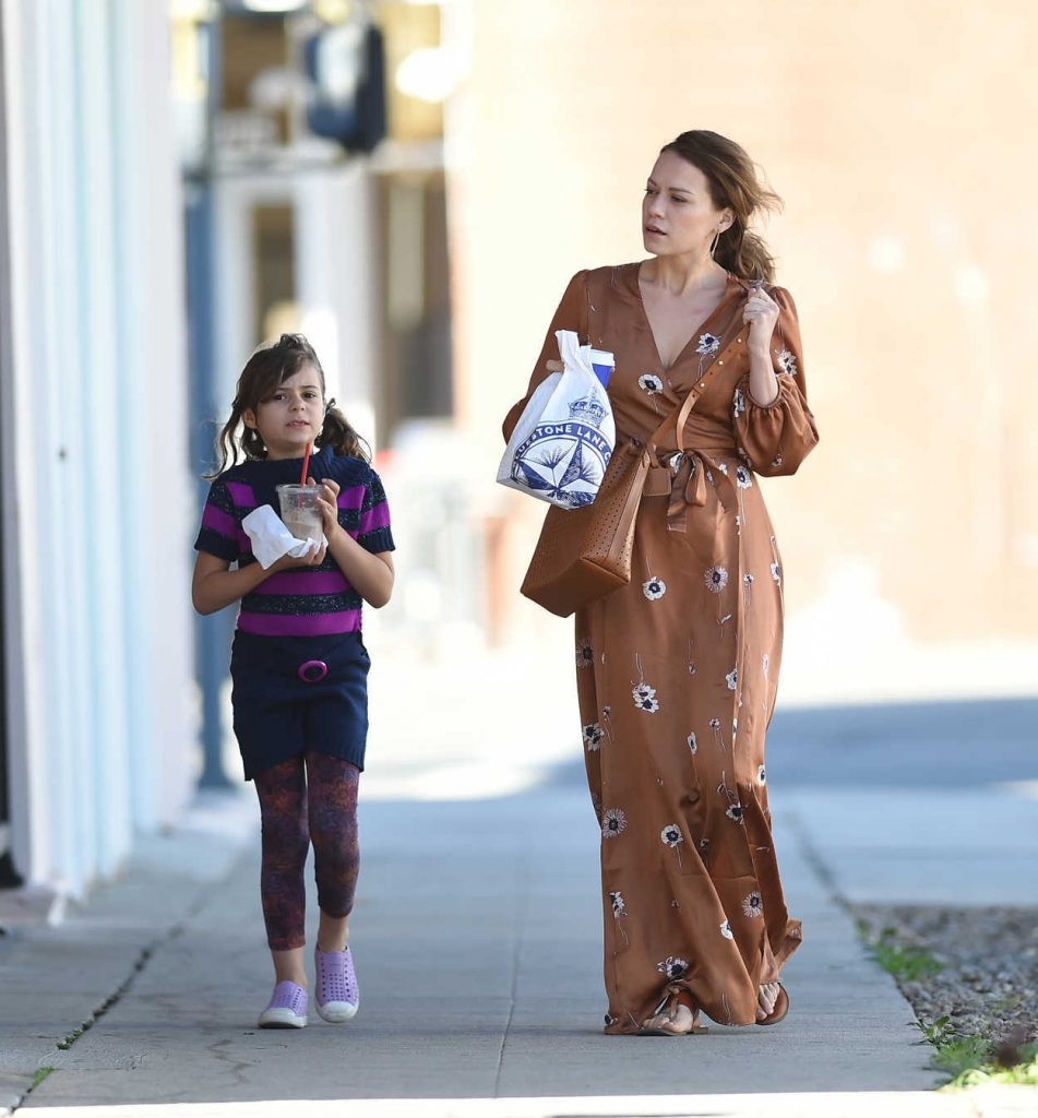 Bethany Joy Lenz Was Seen Out with Her Daughter in Los Angeles 02/17/2018-3