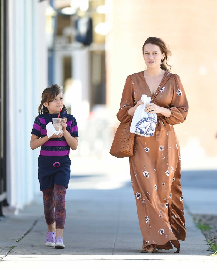 Bethany Joy Lenz Was Seen Out with Her Daughter in Los Angeles 02/17/2018-4