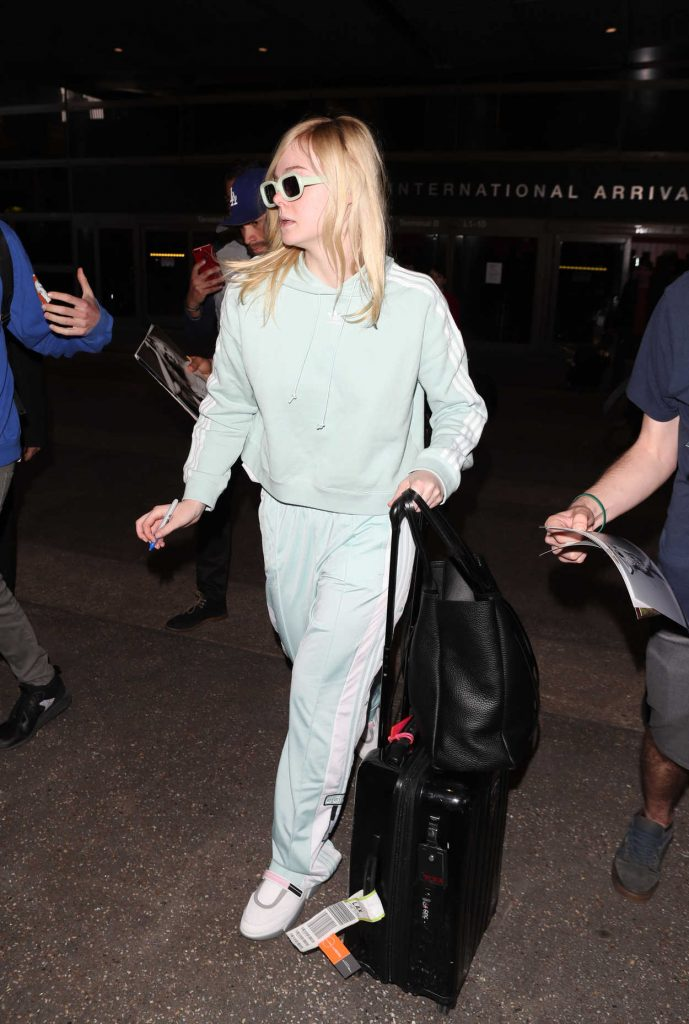 Elle Fanning Was Spotted at LAX Airport as she Returns to Los Angeles 02/21/2018-2