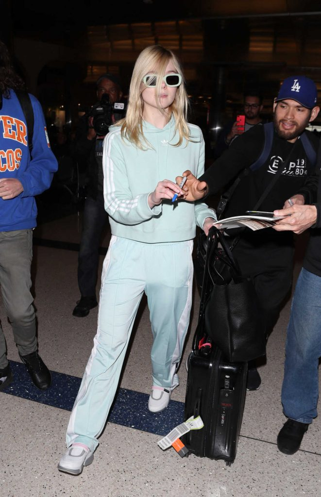 Elle Fanning Was Spotted at LAX Airport as she Returns to Los Angeles 02/21/2018-3
