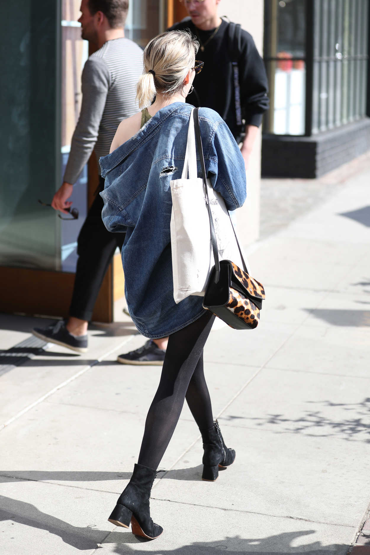 Emma roberts arrives at 901 salon in west hollywood 02 12 for 901 salon west hollywood