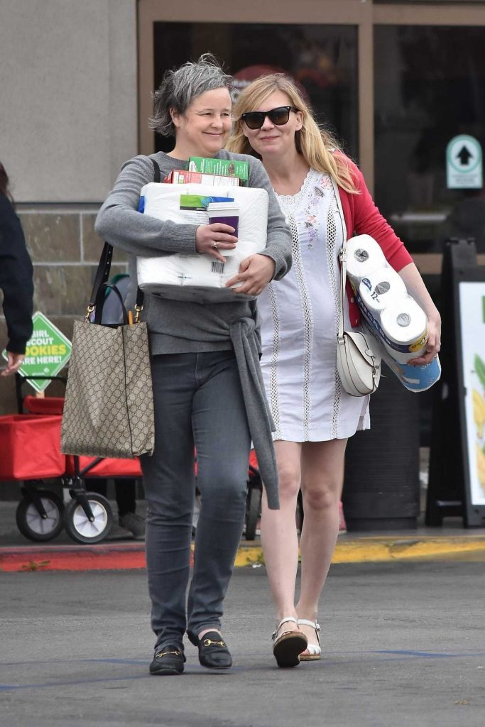 Kirsten Dunst Was Spotted Out in Burbank 02/10/2018-2