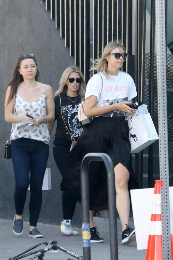 Maria Sharapova Goes Shopping with Friends in Malibu 02/15/2018-2