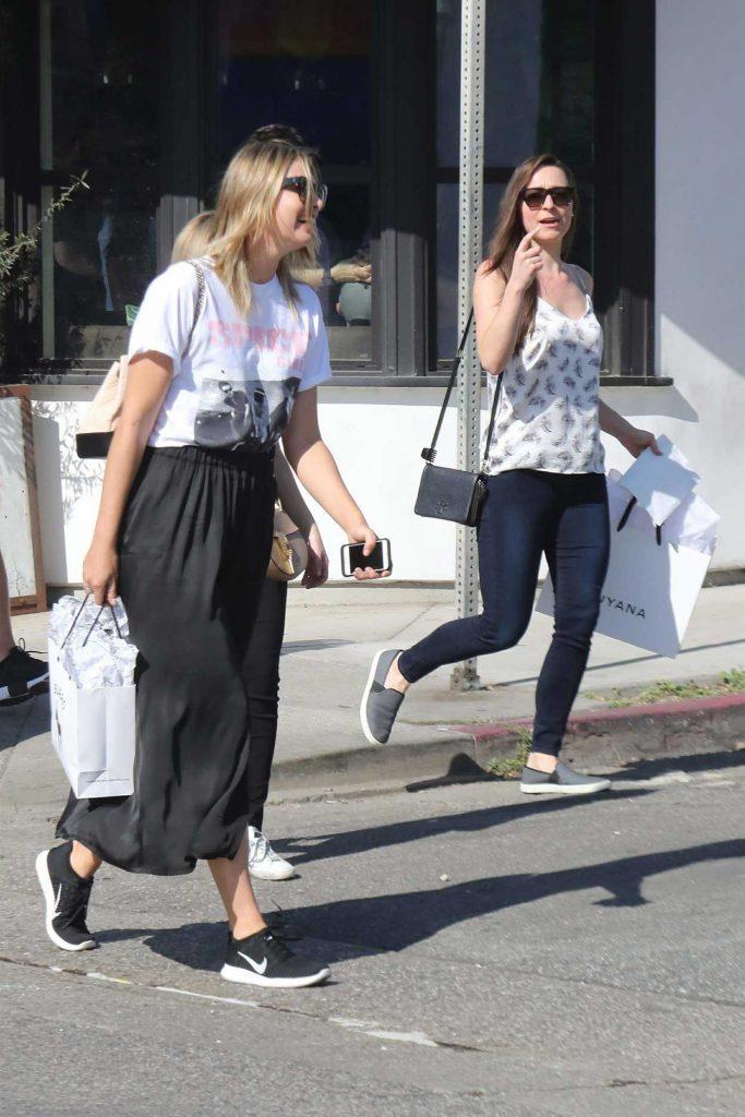 Maria Sharapova Goes Shopping with Friends in Malibu 02/15/2018-3