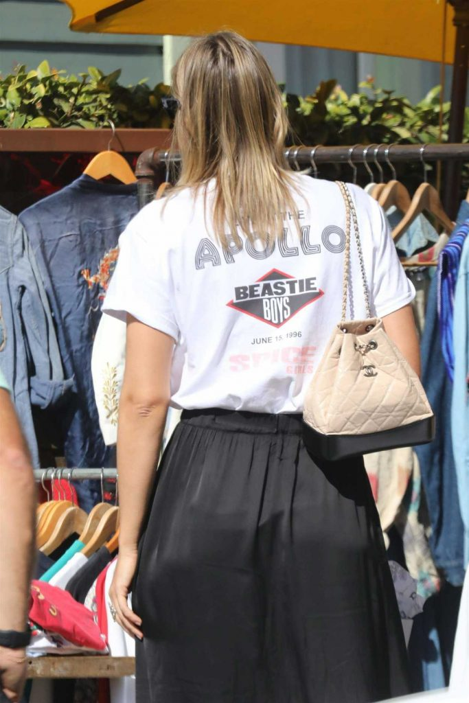 Maria Sharapova Goes Shopping with Friends in Malibu 02/15/2018-5