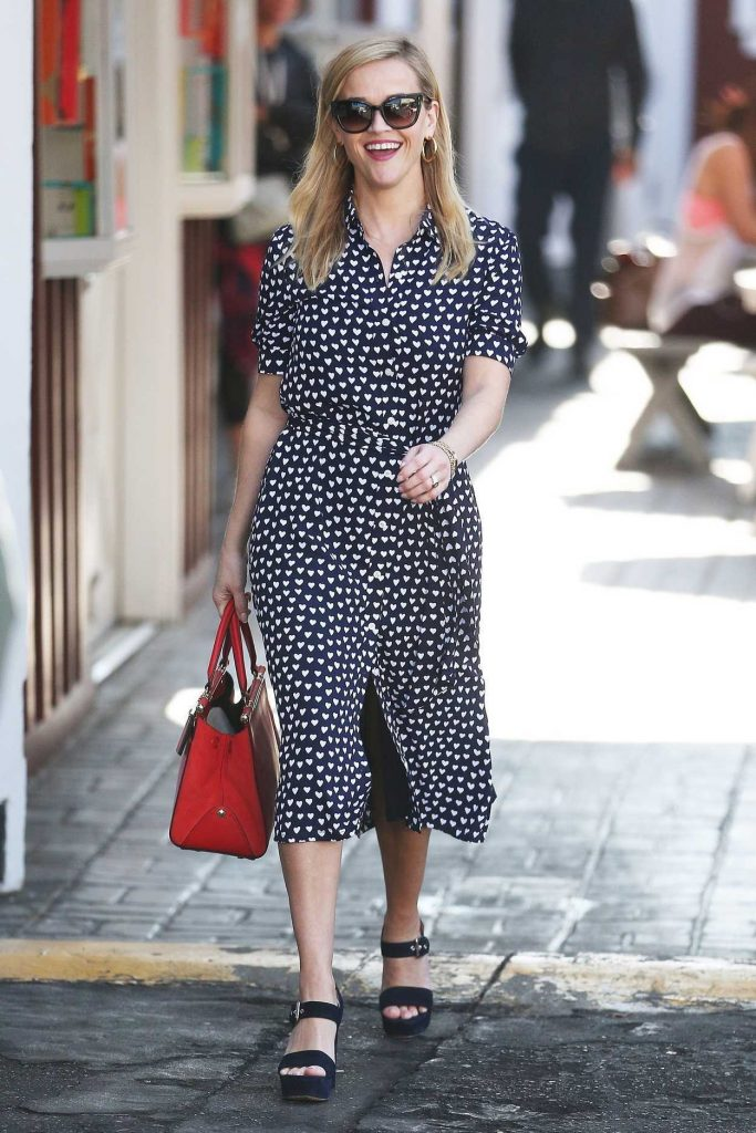 Reese Witherspoon Was Spotted at the Country Mart in Brentwood 02/09/2018-2