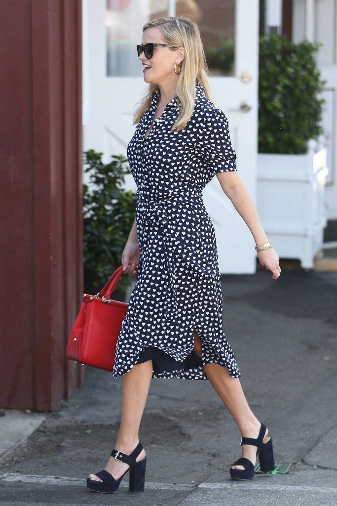 Reese Witherspoon Was Spotted at the Country Mart in Brentwood 02/09/2018-5
