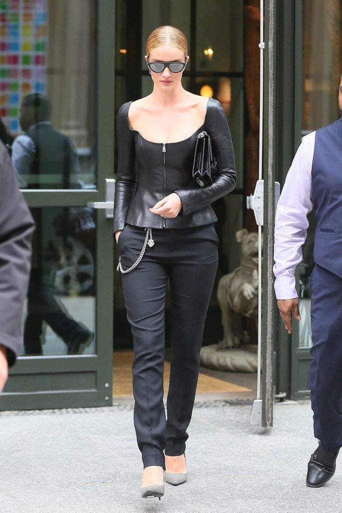 Rosie Huntington Whiteley Leaves Her Hotel in New York City 02/12/2018-3