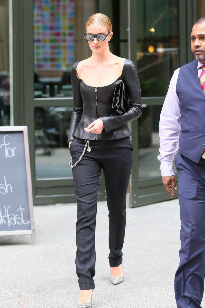 Rosie Huntington Whiteley Leaves Her Hotel in New York City 02/12/2018-4