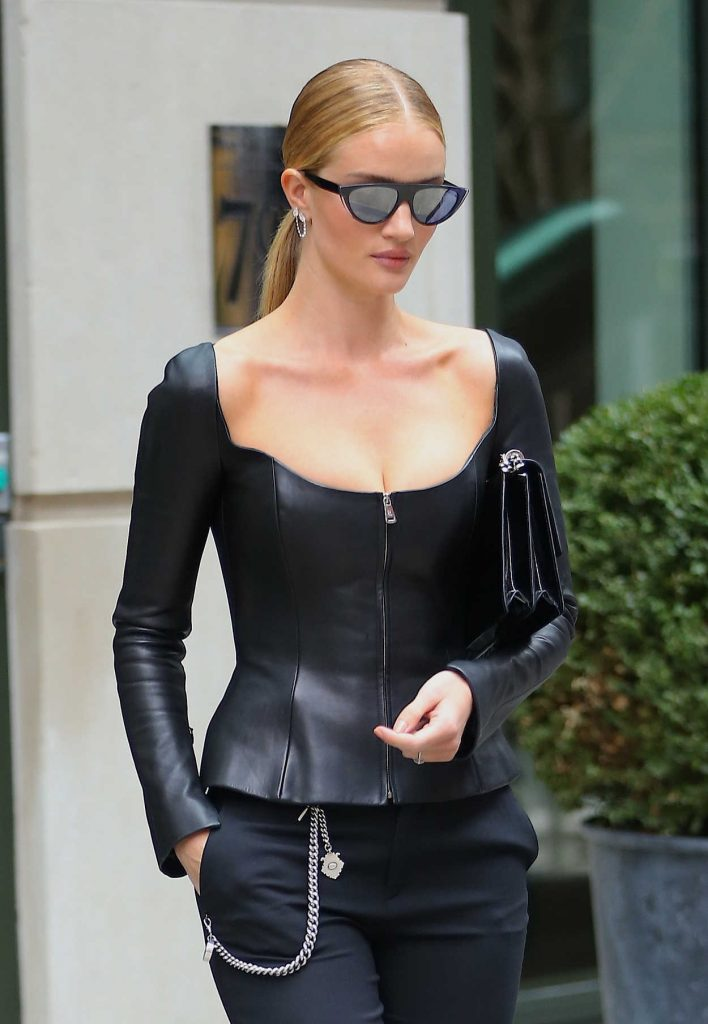 Rosie Huntington Whiteley Leaves Her Hotel in New York City 02/12/2018-5