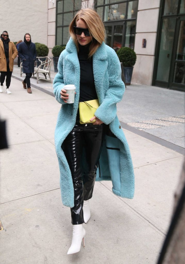 Rosie Huntington-Whiteley Wears a Burberry Coat Out in New York City 02/09/2018-4