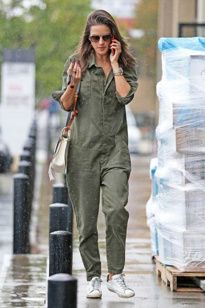 Alessandra Ambrosio Was Seen Out in Los Angeles 03/21/2018-1
