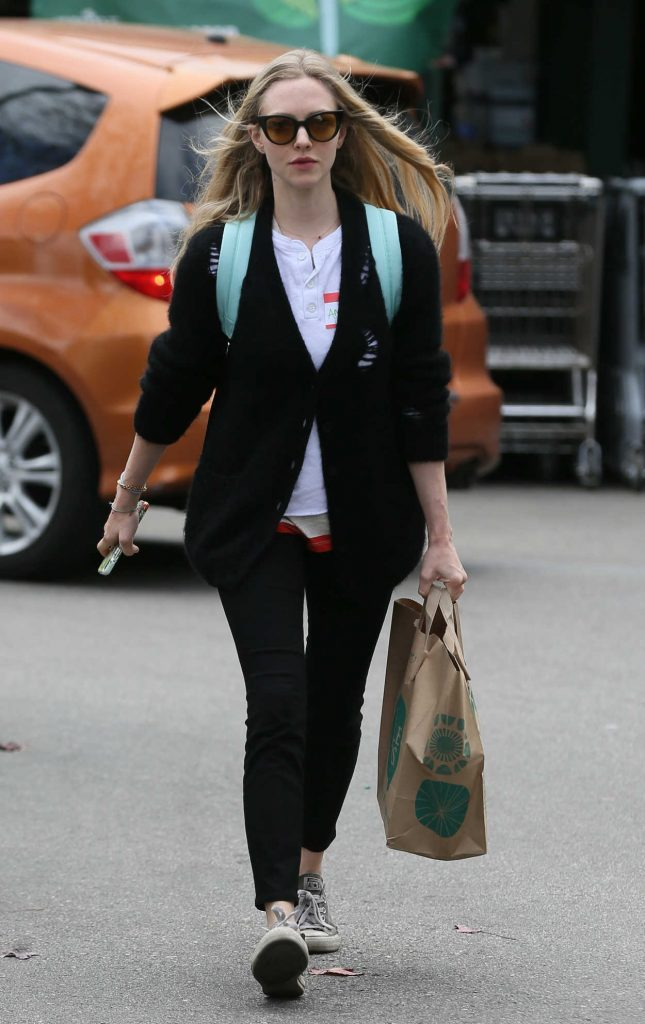 Amanda Seyfried Gets Groceries from Whole Foods in Los Angeles 03/16/2018-1