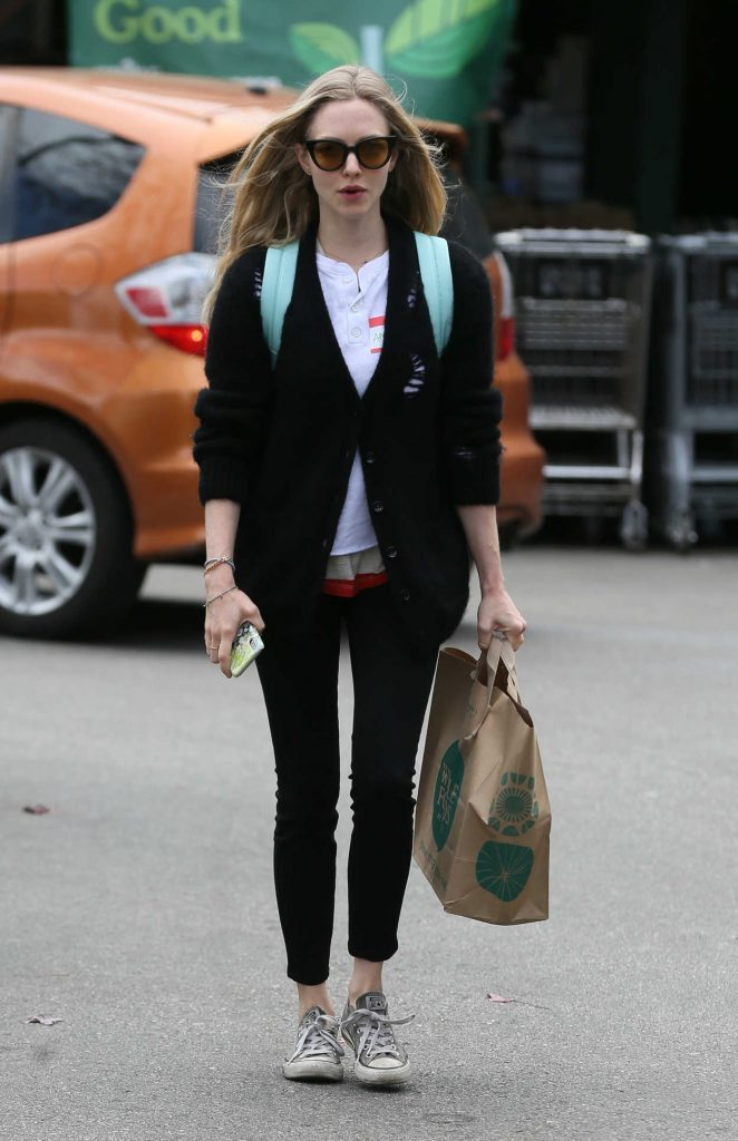 Amanda Seyfried Gets Groceries from Whole Foods in Los Angeles 03/16/2018-2