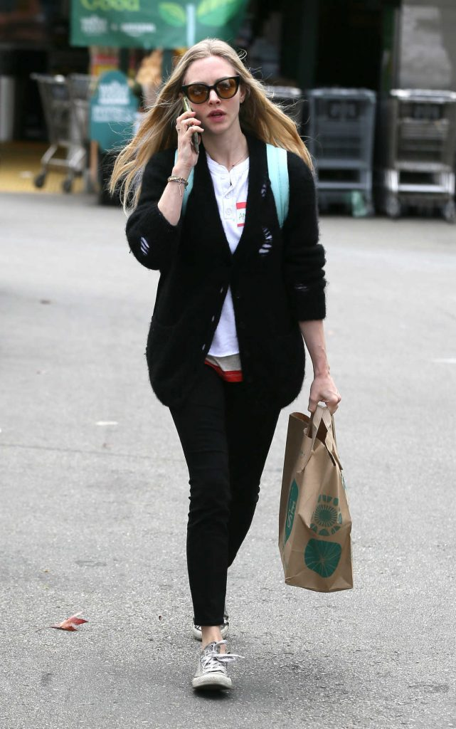 Amanda Seyfried Gets Groceries from Whole Foods in Los Angeles 03/16/2018-4