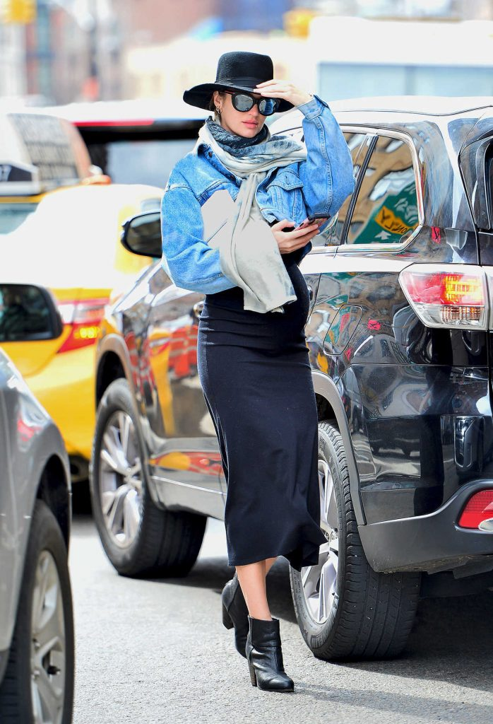 Candice Swanepoel Shows off Her Baby Bump Out in NYC 03/16/2018-1