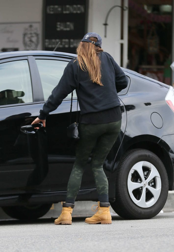 Elizabeth Olsen Leaves a Restaurant in LA 03/11/2018-3