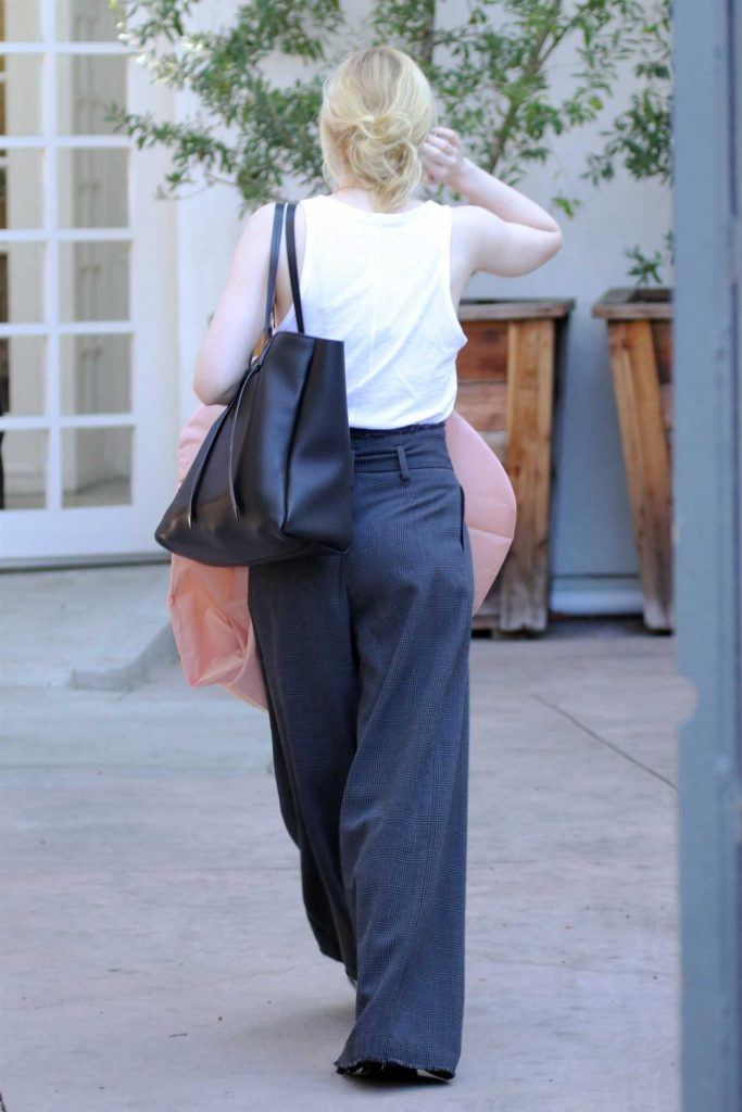 Elle Fanning Leaves Oscar Fitting in LA 02/28/2018-5