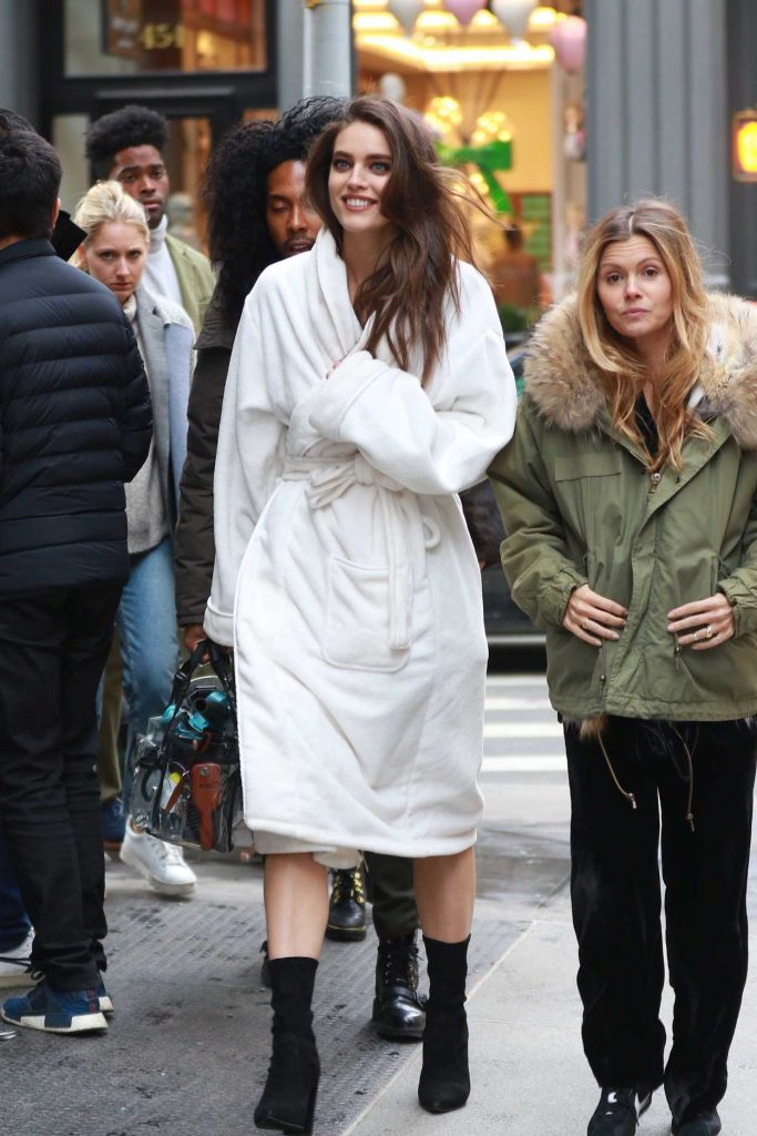 Emily DiDonato Arrives on the Set of a Photoshoot in New York 03/23/2018-1