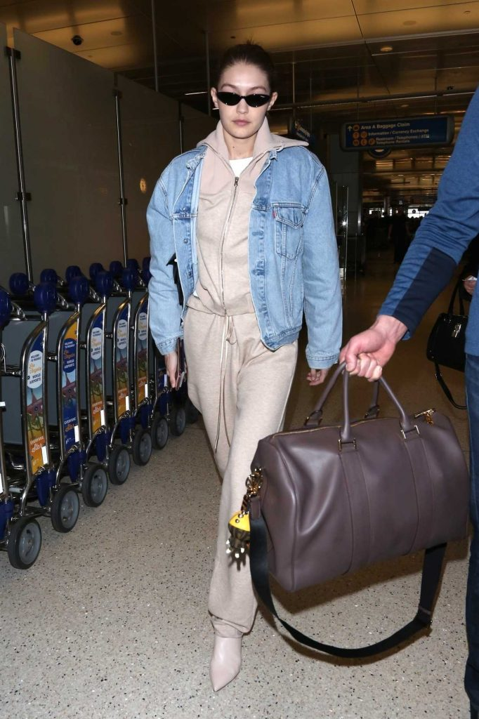 Gigi Hadid Was Spotted at LAX Airport in Los Angeles 03/26/2018-1