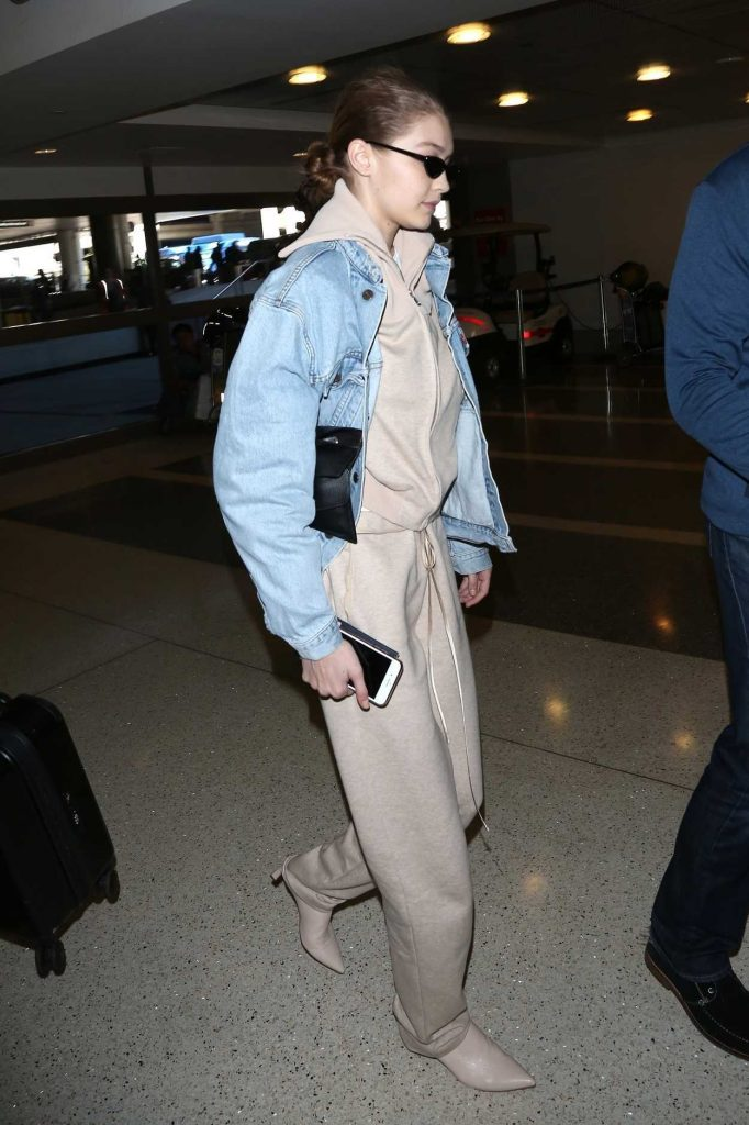 Gigi Hadid Was Spotted at LAX Airport in Los Angeles 03/26/2018-3