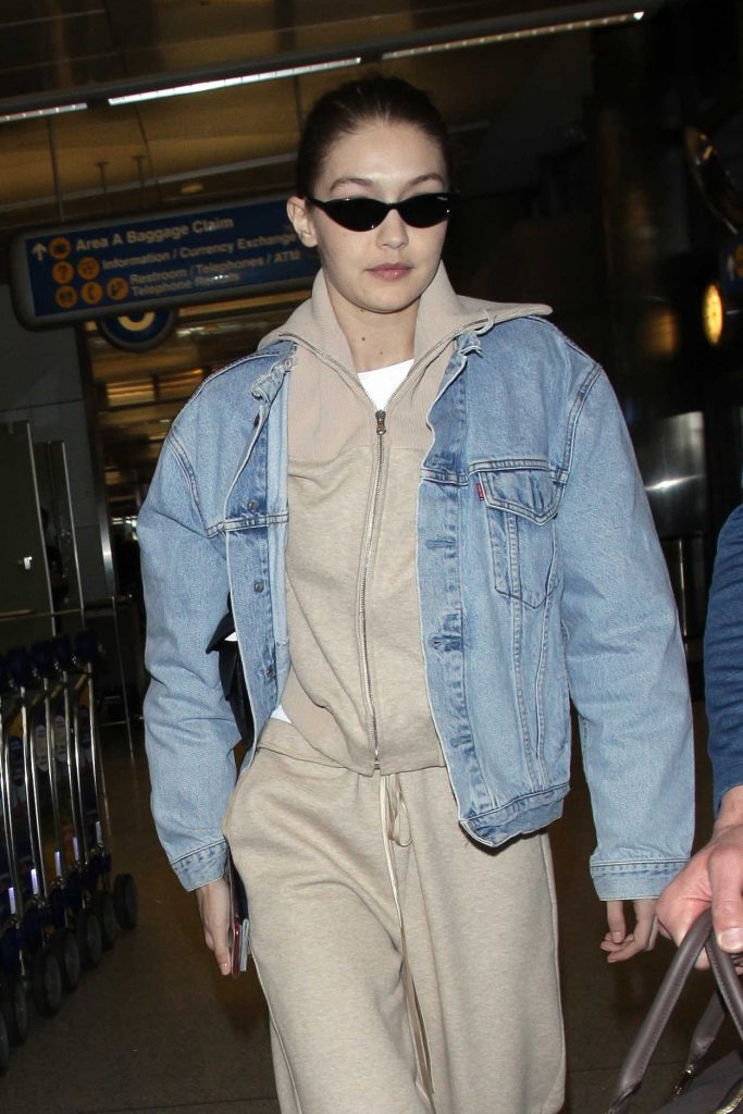 Gigi Hadid Was Spotted at LAX Airport in Los Angeles 03/26/2018-4