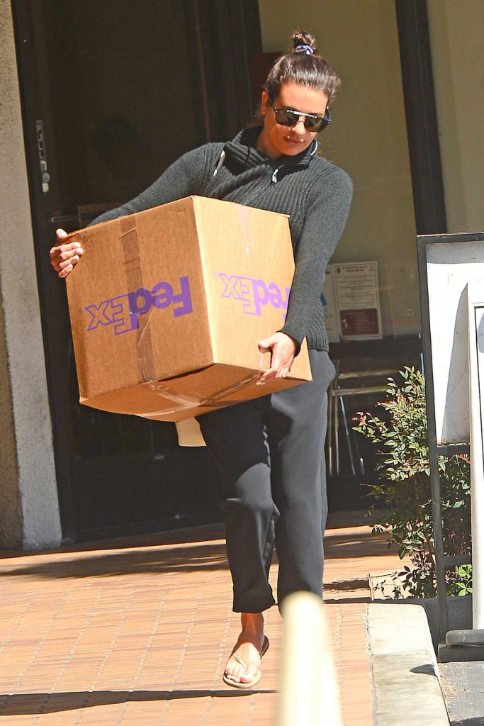 Lea Michele Was Spotted Dropping off a Package at FedEx in Los Angeles 03/26/2018-1