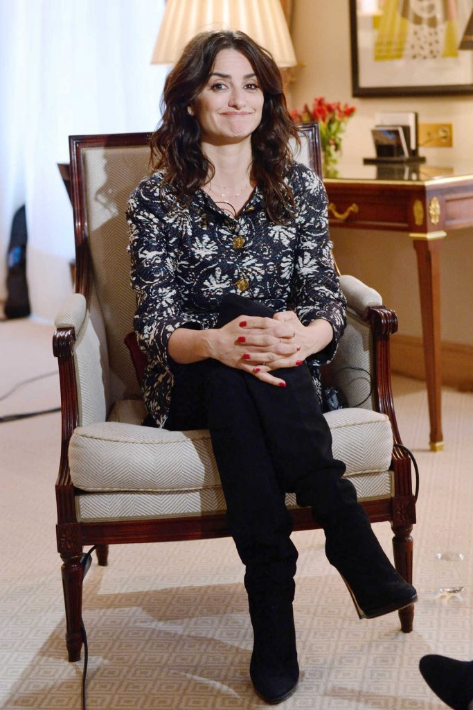 Penelope Cruz Answers to an Interview by BFM TV at the Bristol Hotel in Paris 03/02/2018-2