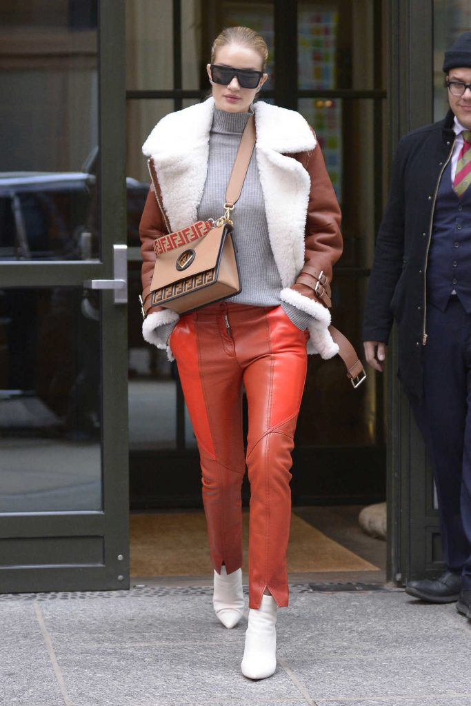 Rosie Huntington-Whiteley Was Seen Out in New York City 03/27/2018-2