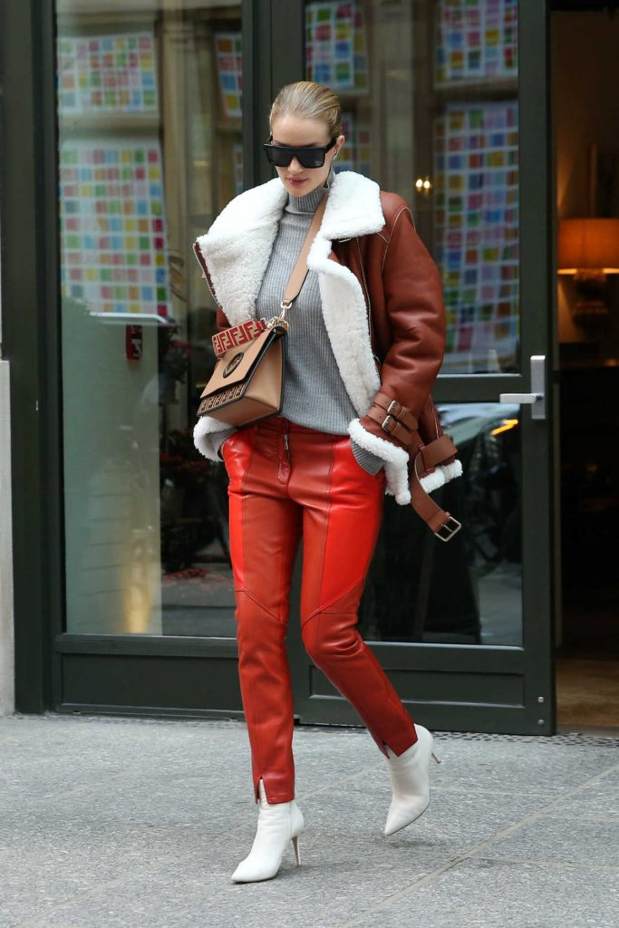 Rosie Huntington-Whiteley Was Seen Out in New York City 03/27/2018-4