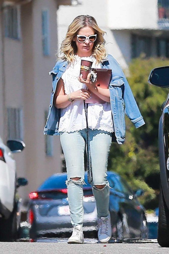 Sarah Michelle Gellar Wears a Blue Denim Jacket Out in Brentwood 03/28/2018-1