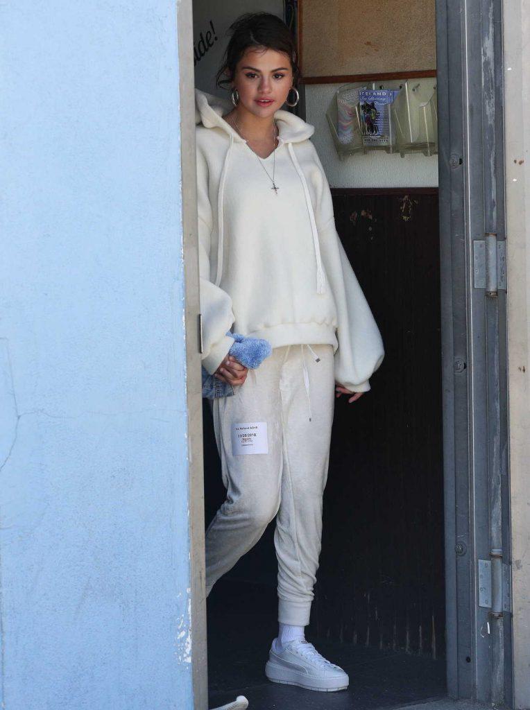 Selena Gomez Arrives at Ice Skate in Los Angeles 03/26/2018-1