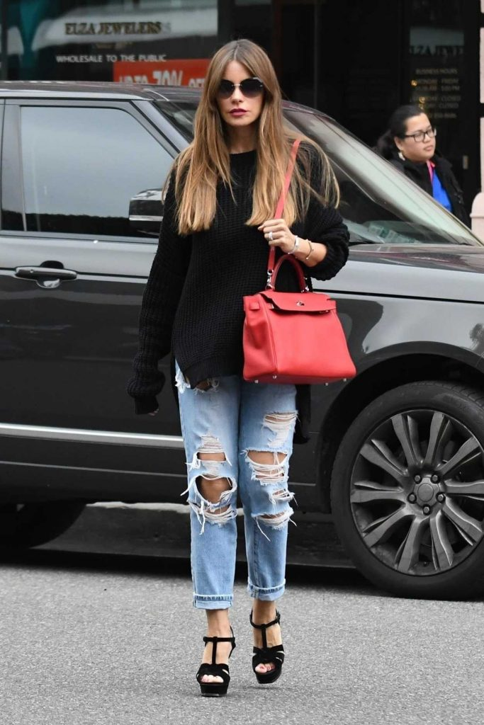 Sofia Vergara Wears a Blue Ripped Jeans Out in Beverly Hills 03/20/2018-1