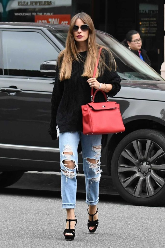 Sofia Vergara Wears a Blue Ripped Jeans Out in Beverly Hills 03/20/2018-2