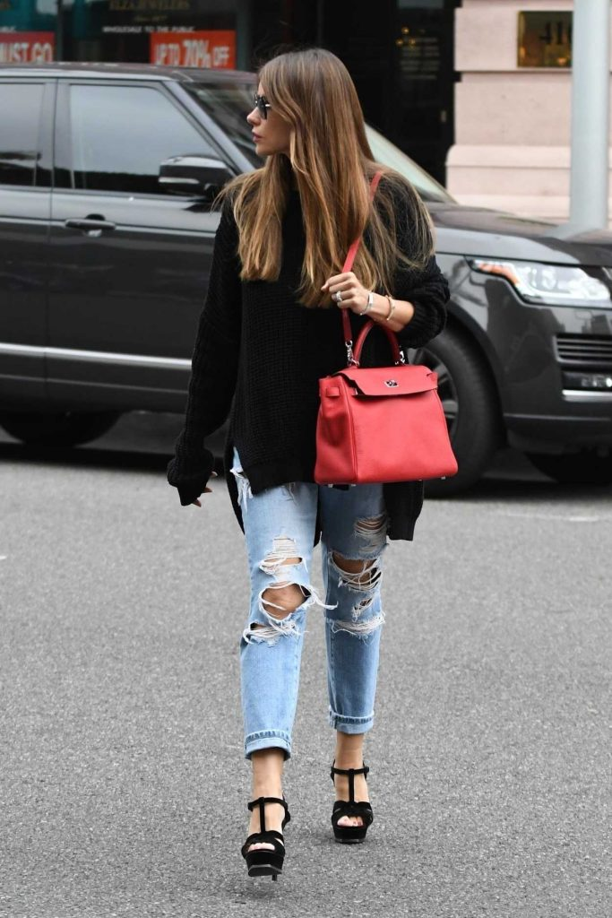 Sofia Vergara Wears a Blue Ripped Jeans Out in Beverly Hills 03/20/2018-3