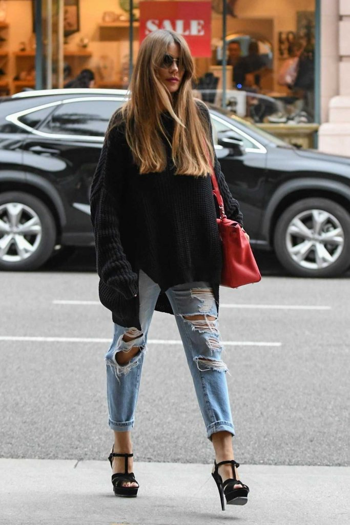 Sofia Vergara Wears a Blue Ripped Jeans Out in Beverly Hills 03/20/2018-5