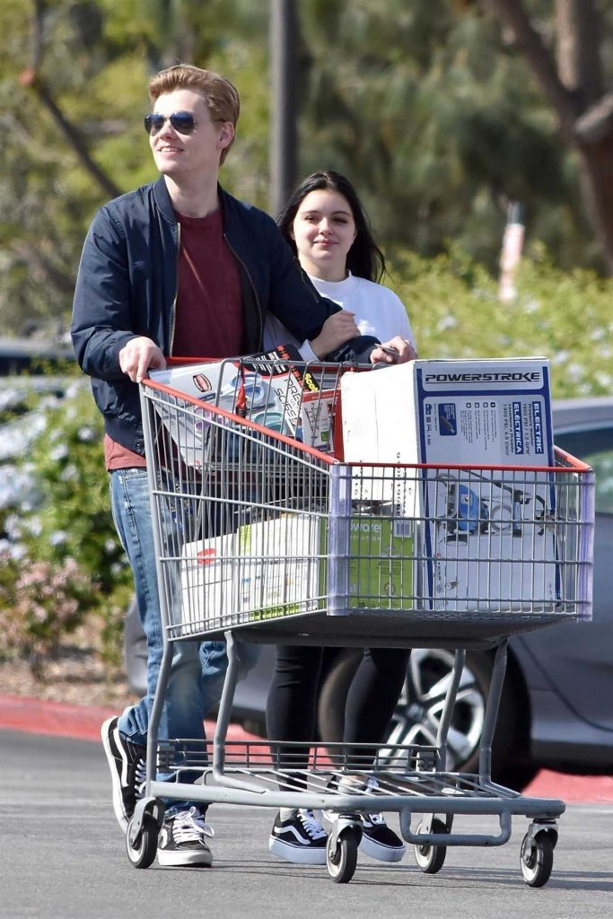 Ariel Winter Goes Shopping with Boyfriend at Costco in Burbank 04/20/2018-3