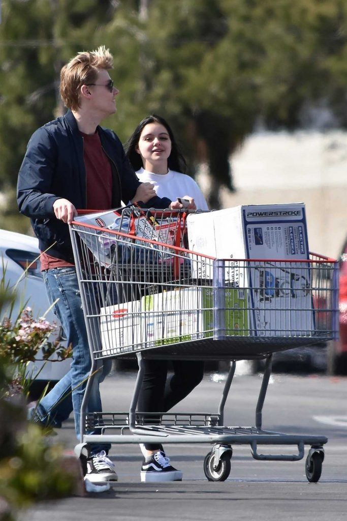 Ariel Winter Goes Shopping with Boyfriend at Costco in Burbank 04/20/2018-4
