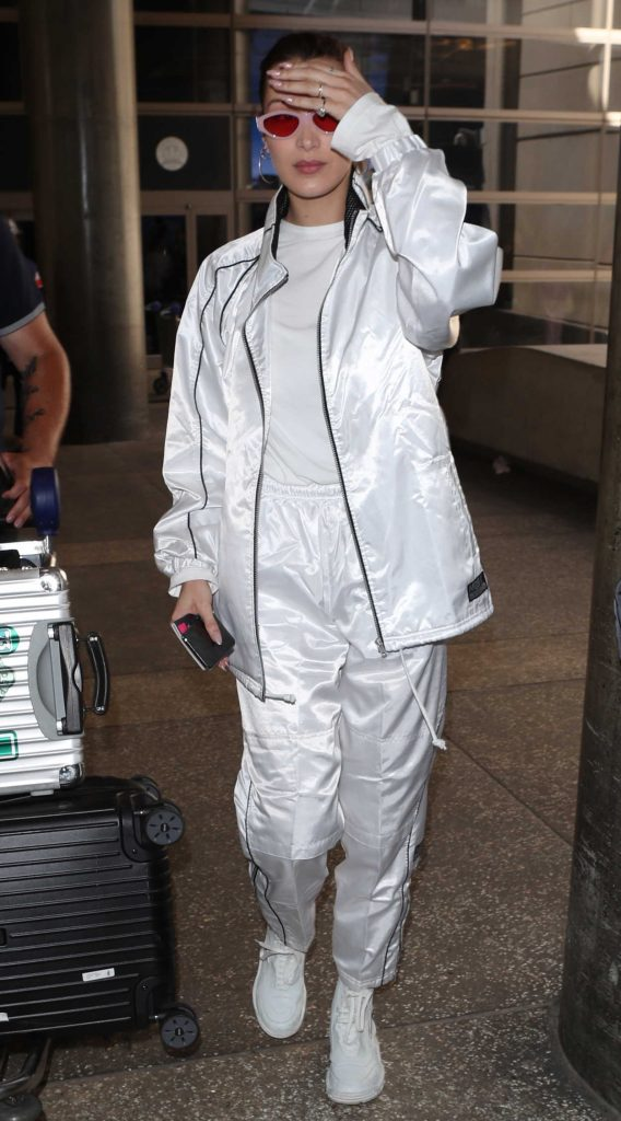 Bella Hadid Was Spotted at LAX Airport in LA 04/12/2018-3