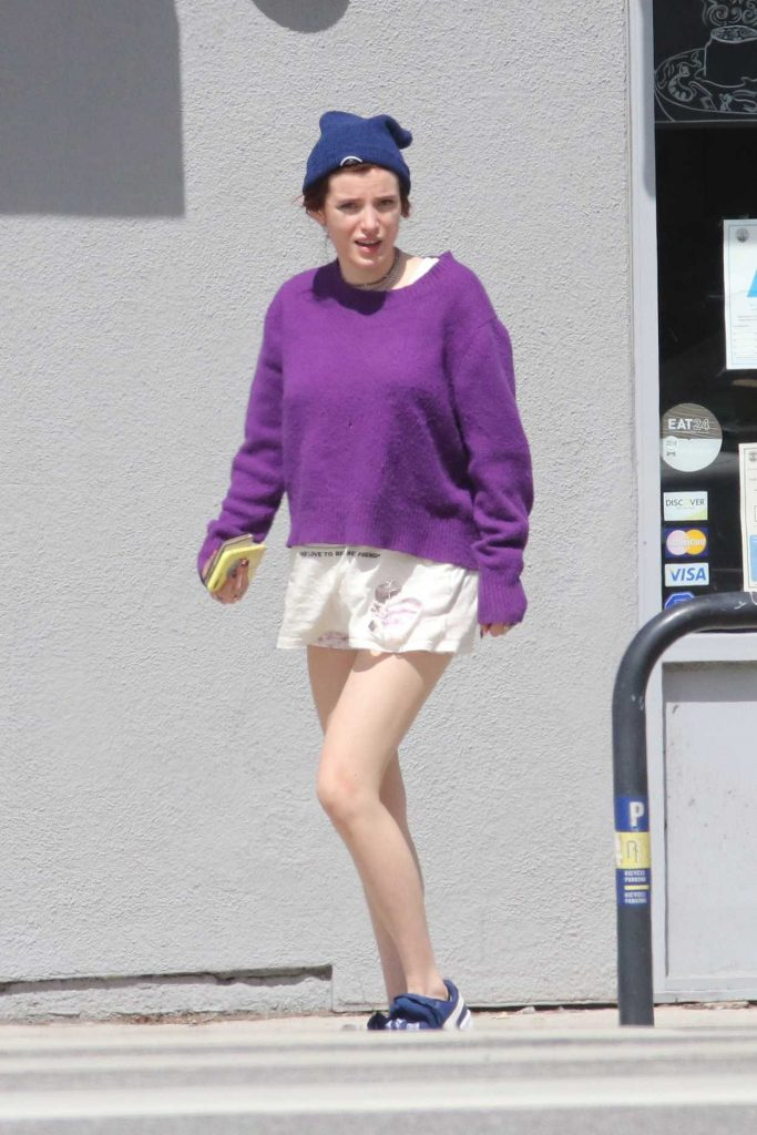 Bella Thorne Leaves The Blu Jam Cafe in Los Angeles 04/01/2018-1