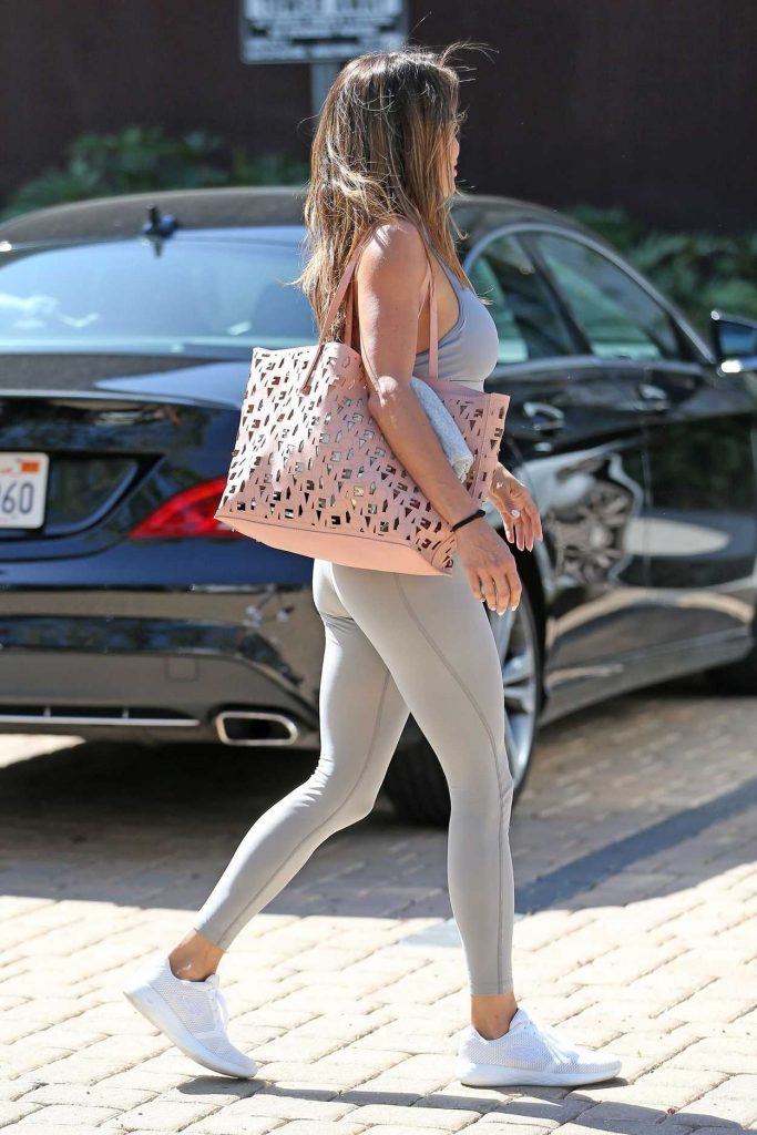 Brooke Burke Leaves a Yoga Class in Los Angeles 04/20/2018-3