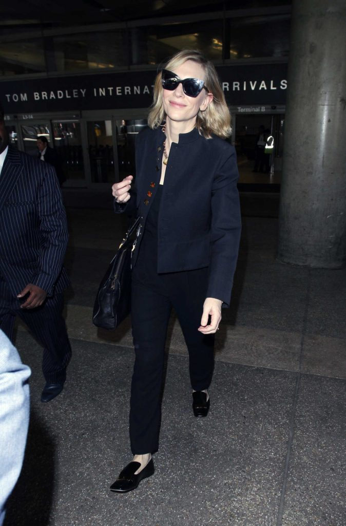 Cate Blanchett Arrives at LAX Airport in Los Angeles 04/22/2018-1