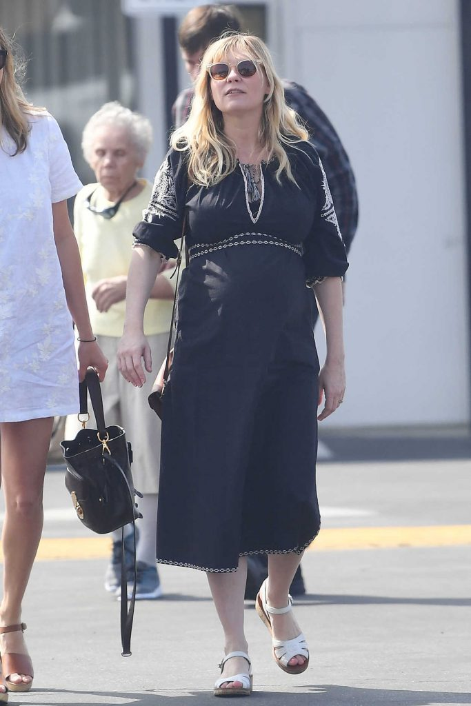 Kirsten Dunst Attends a Church Service in LA 04/01/2018-1