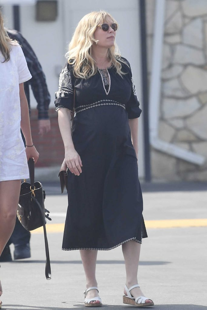 Kirsten Dunst Attends a Church Service in LA 04/01/2018-2