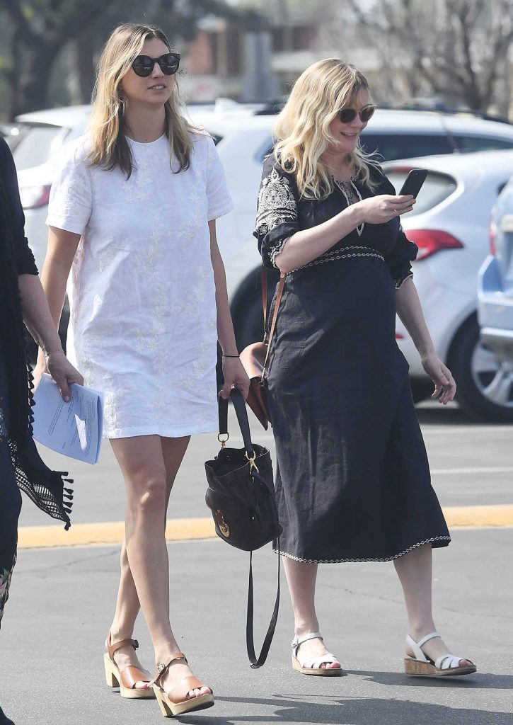 Kirsten Dunst Attends a Church Service in LA 04/01/2018-3