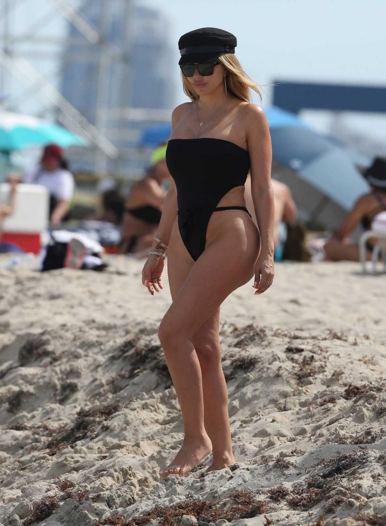 Larsa Pippen Wears a Black High Cut Swimsuit on the Beach in Miami 03/31/2018-3