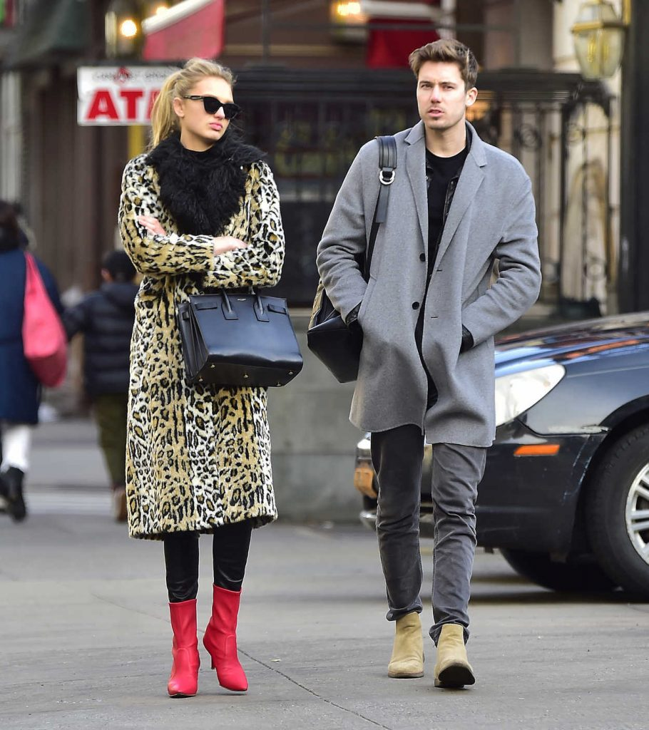 Romee Strijd Was Spotted with Her Boyfriend at SweetGreen in NYC 04/02/2018-1