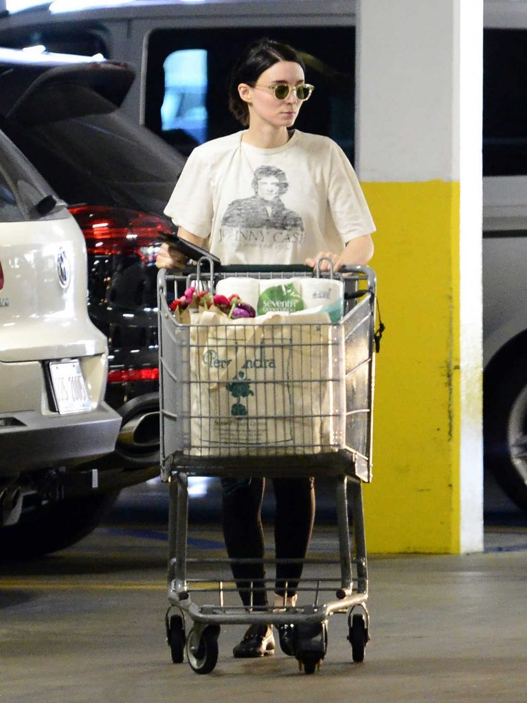 Rooney Mara Goes Grocery Shopping at a Health Food Store in Los Angeles 03/29/2018-3