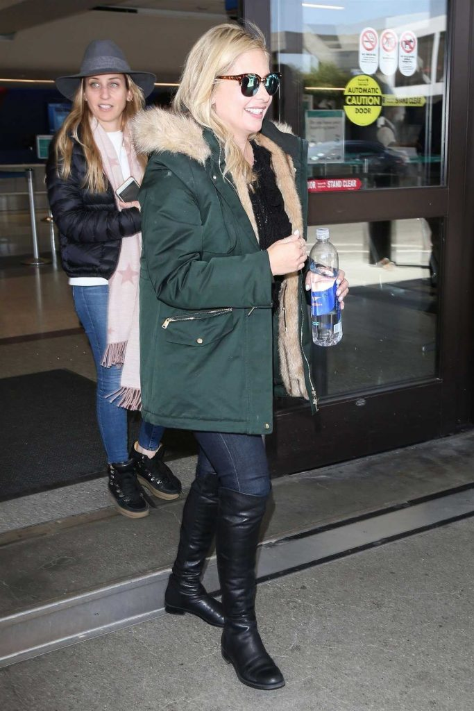 Sarah Michelle Gellar Arrives at LAX Airport in Los Angeles 04/10/2018-2