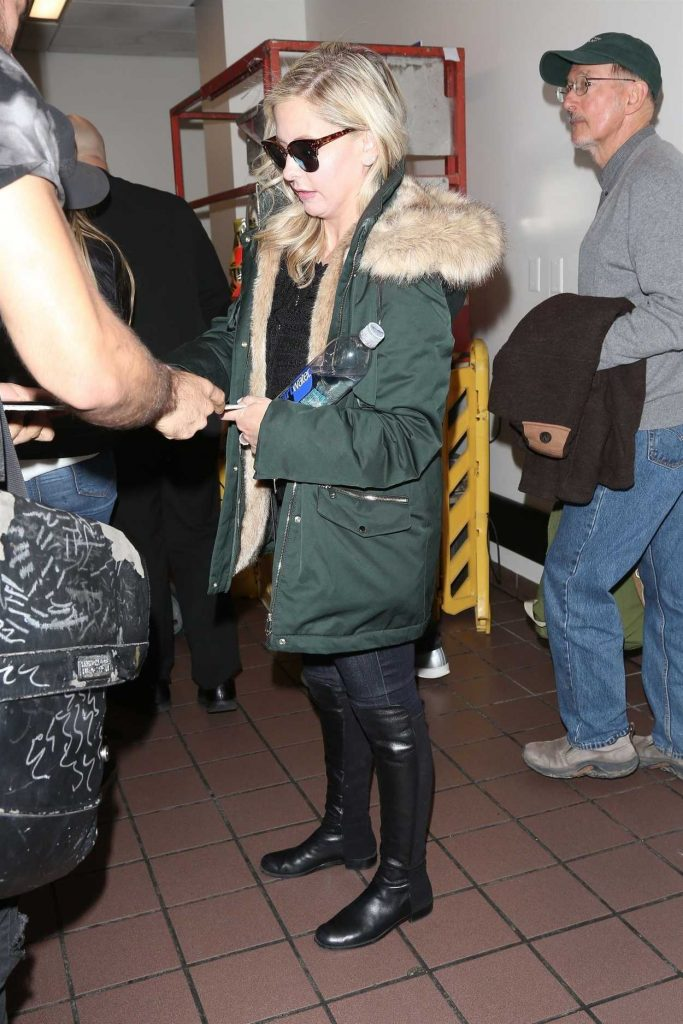Sarah Michelle Gellar Arrives at LAX Airport in Los Angeles 04/10/2018-3